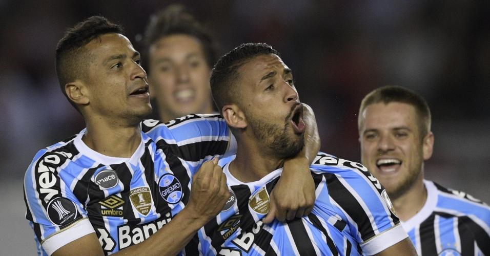 Michel comemora gol do Grêmio contra o River Plate