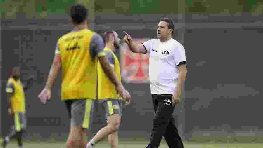 Técnico Vanderlei Luxemburgo em seu primeiro dia de treino pelo Vasco no CT do Almirante - Rafael Ribeiro / Vasco.com.br