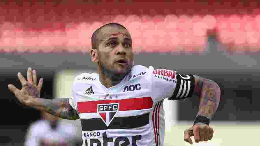Daniel Alves, do São Paulo, em jogo contra o Avaí - Marcello Zambrana/AGIF