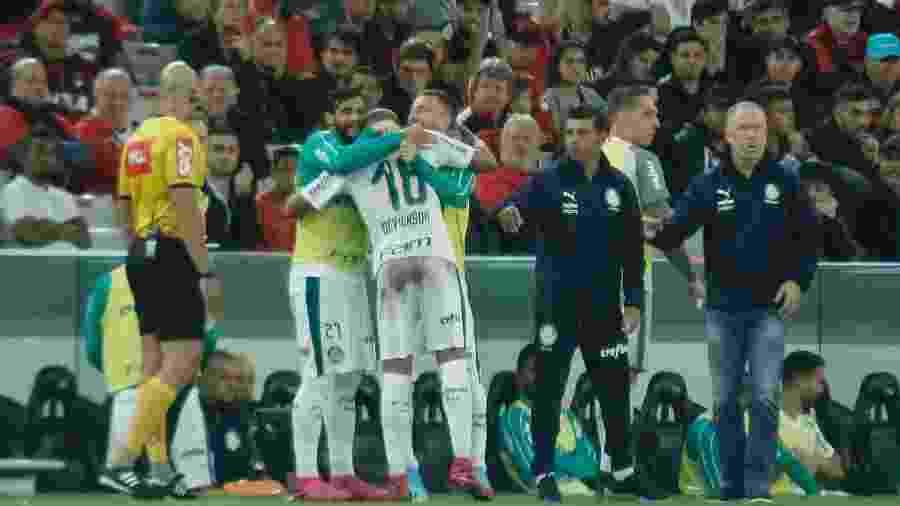 Deyverson, do Palmeiras, comemora gol durante partida contra o Athletico-PR - Gabriel Machado/AGIF