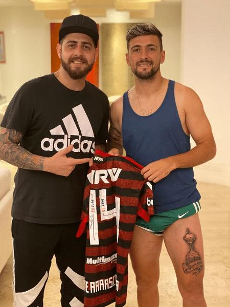 Arrascaeta Faz Tatuagem Da Taça Libertadores Na Perna