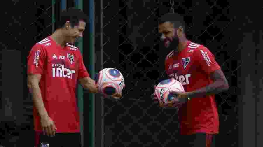 Hernanes e Daniel Alves em treino do São Paulo - Rubens Chiri/saopaulofc.net