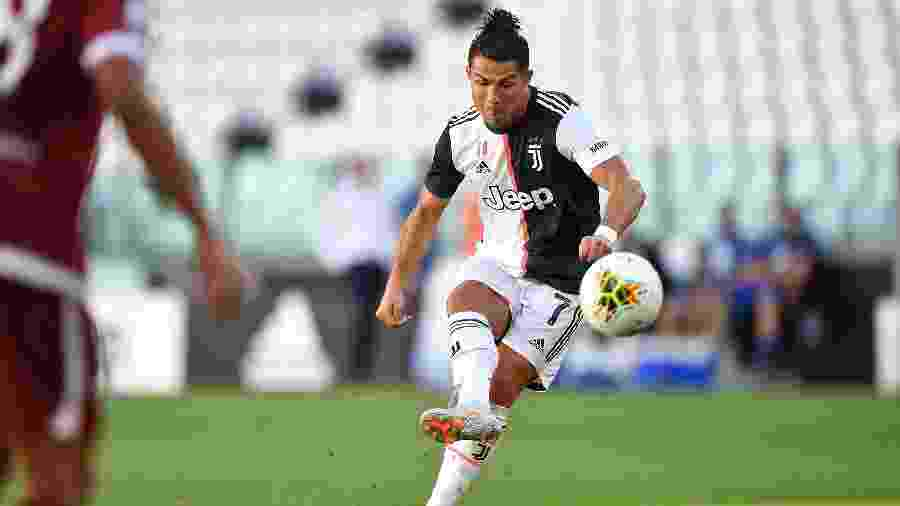 Cristiano Ronaldo fez o primeiro de falta pela Juve depois de tentar 42 vezes - Valerio Pennicino/Getty Images