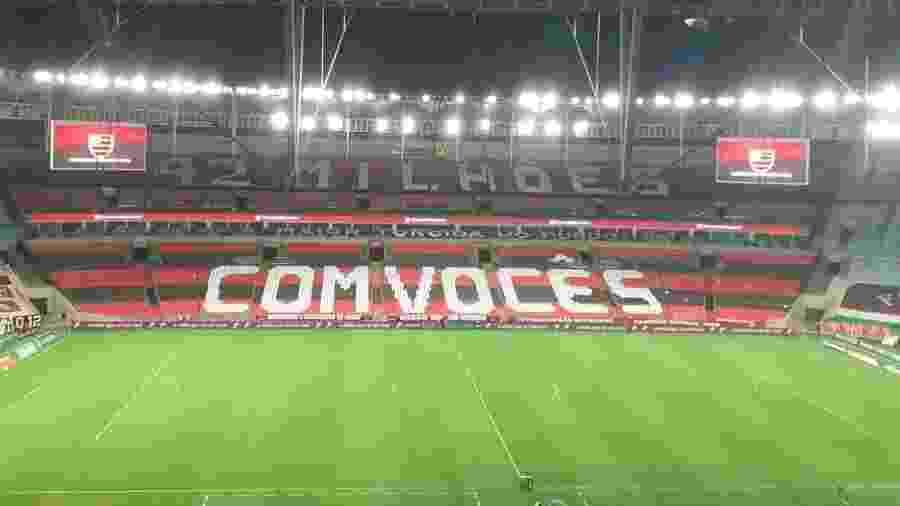 Mosaico do Flamengo no Maracanã antes da partida decisiva do Carioca contra o Fluminense - Léo Burlá/UOL
