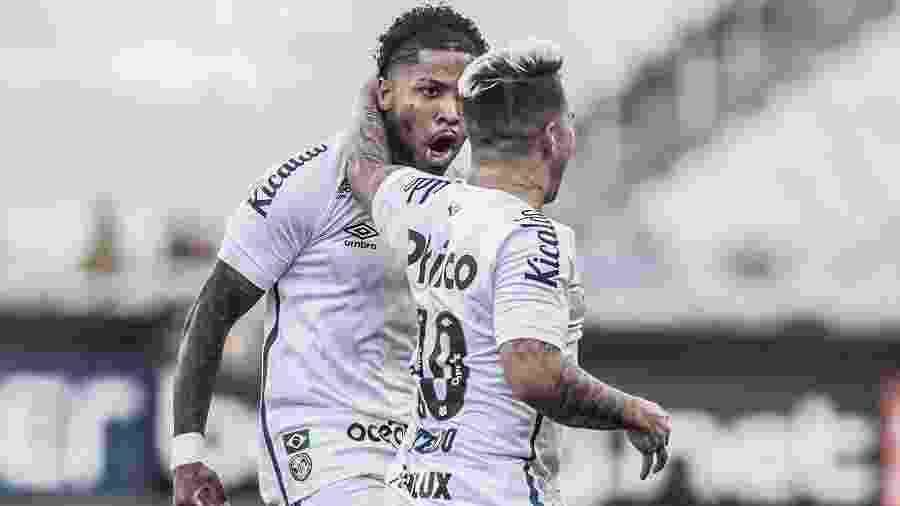 Marinho e Soteldo comemoram gol do Santos - Ivan Storti/Santos FC