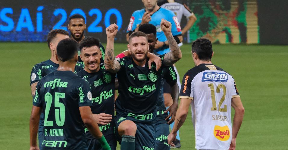 Jogadores do Palmeiras comemoram gol de Zé Rafael contra o Sport em jogo do Brasileirão 2020