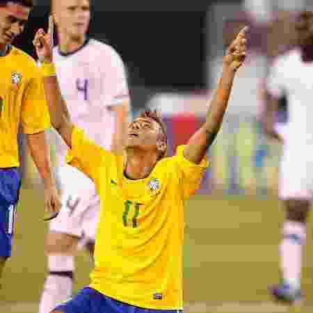 Neymar e Ganso em estreia da seleção brasileira em 2010: jogo não passou na TV aberta - Getty Images
