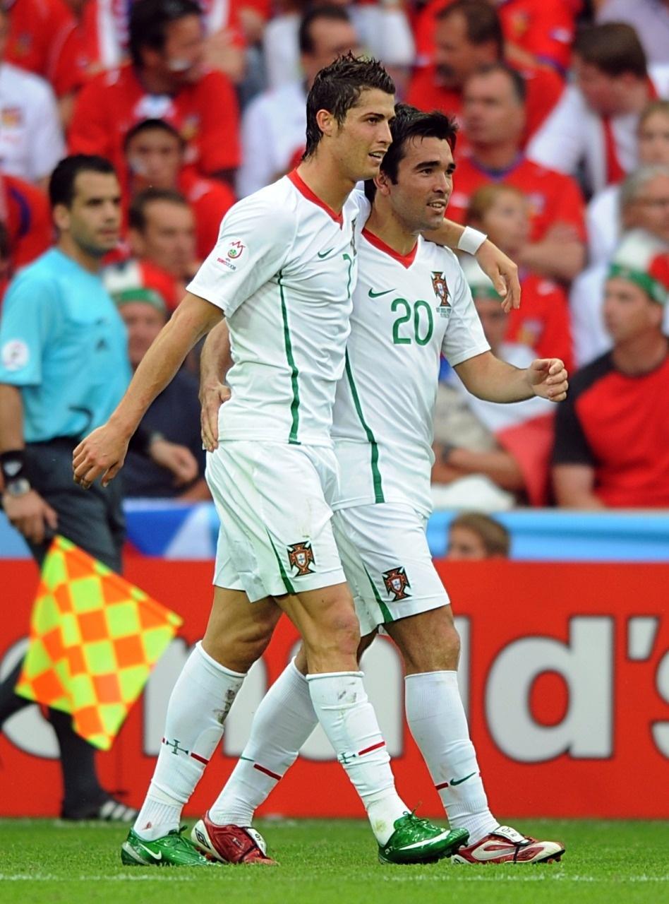Deco jogando com Cristiano Ronaldo por Portugal