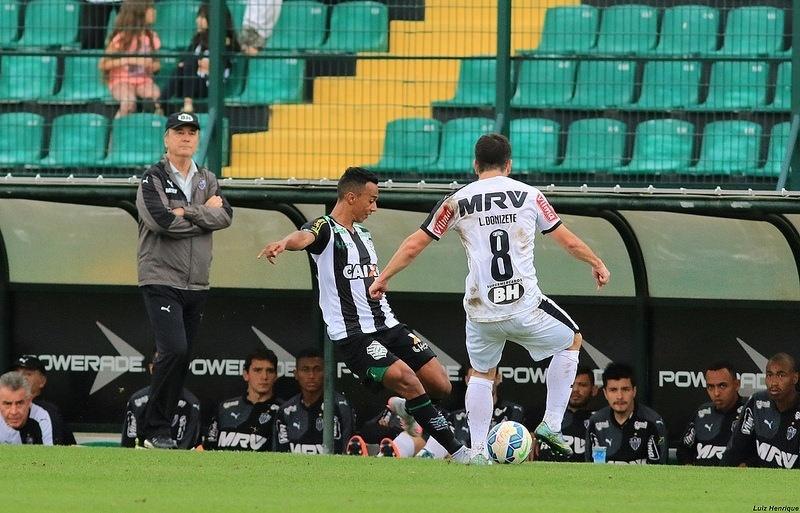 b9d3d0a1f9 Levir observa disputa entre Juninho