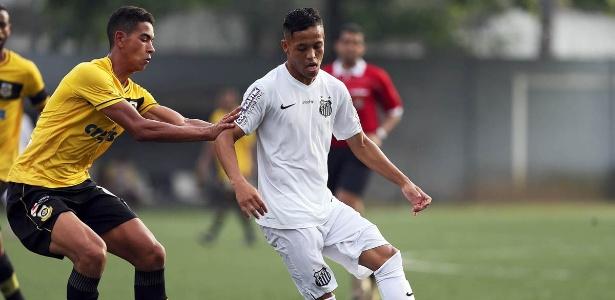 Além de Daniel Guedes e Matheus Ribeiro, o lateral Ourinho, do time B, virou opção