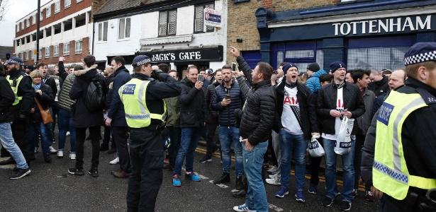 Clubes ingleses se movimentaram para mudar a legislação que proíbe o consumo de álcool - Reuters / Dylan Martinez