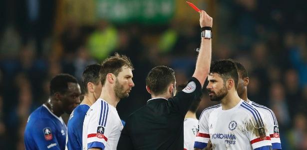 Diego Costa se envolveu em polêmica ao ser expulso contra o Everton - Carl Recine/Reuters