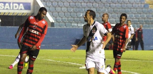Nenê comemora seu gol pelo Vasco, marcado aos 23 segundos do primeiro tempo
