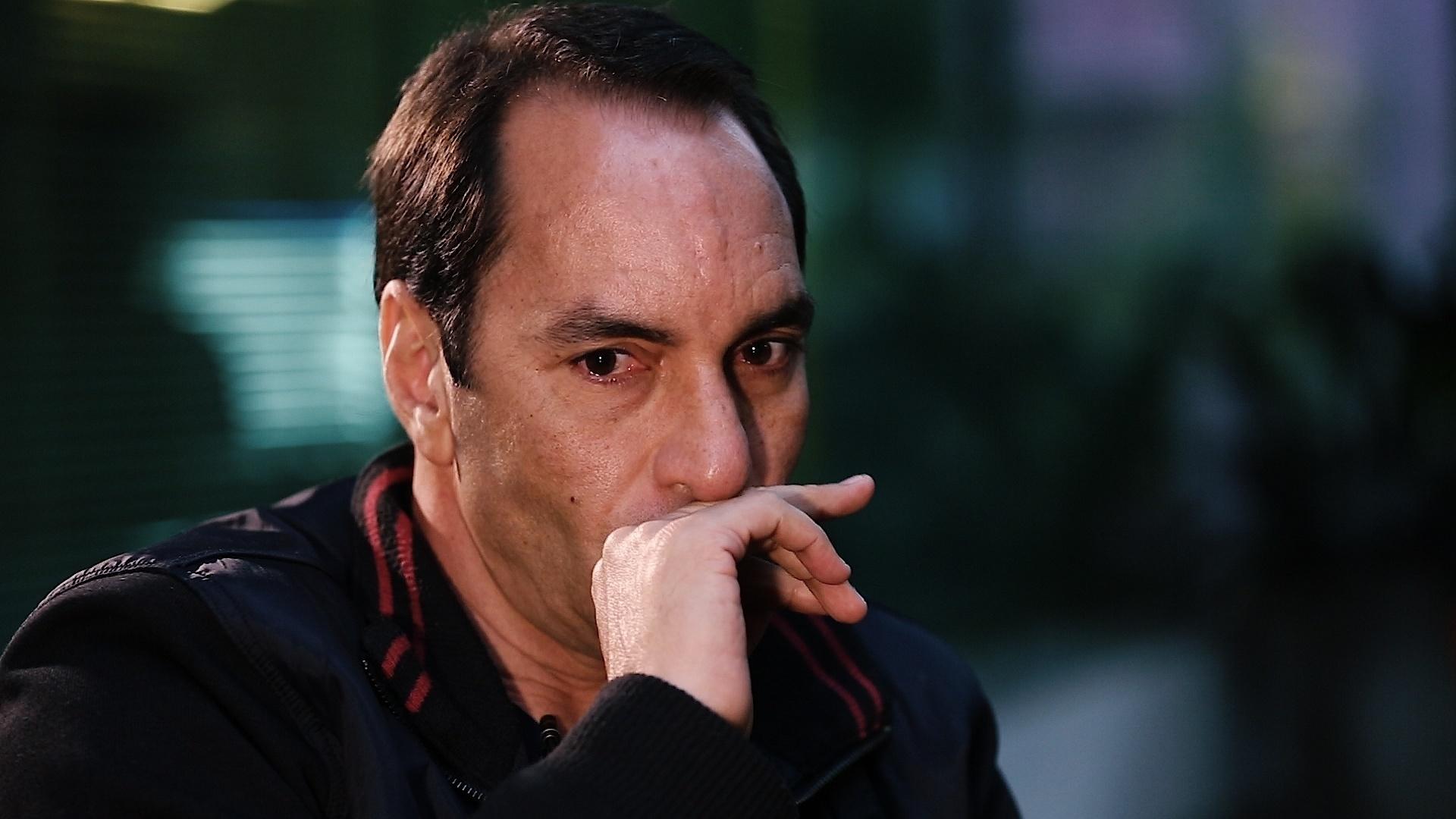 Edmundo se emociona em entrevista exclusiva ao UOL