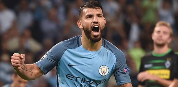 Agüero marcou três vezes nesta quarta-feira no Etihad Stadium