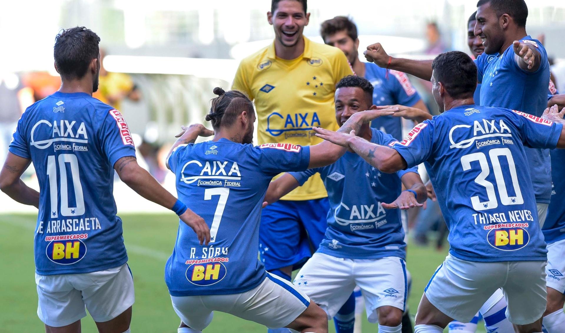 eea2eed6ea Cruzeiro vence clássico contra América-MG e dorme na liderança do Mineiro -  12 03 2017 - UOL Esporte