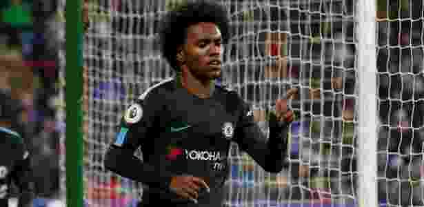 Willian comemora o segundo gol do Chelsea sobre o Huddersfield - REUTERS/Andrew Yates