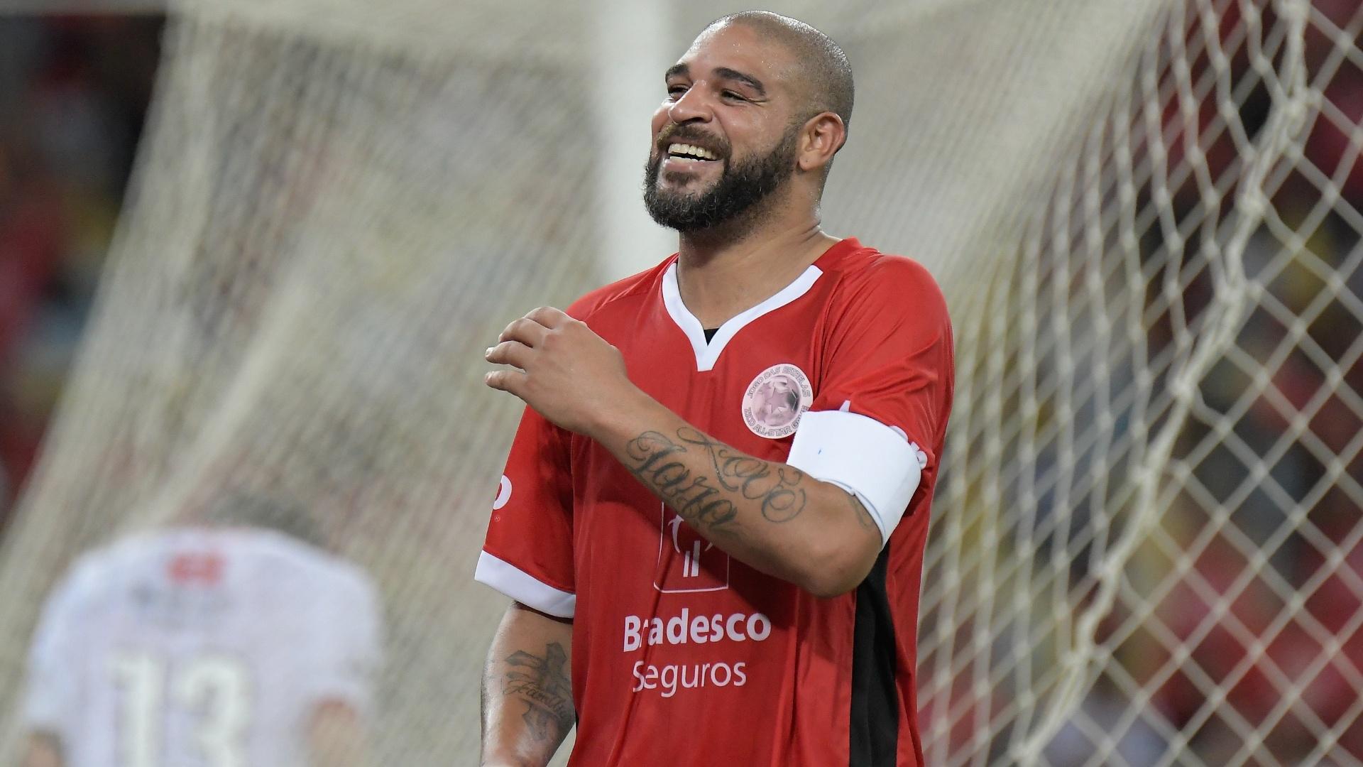 Adriano Imperador comemora gol no Jogo das Estrelas, no Maracanã