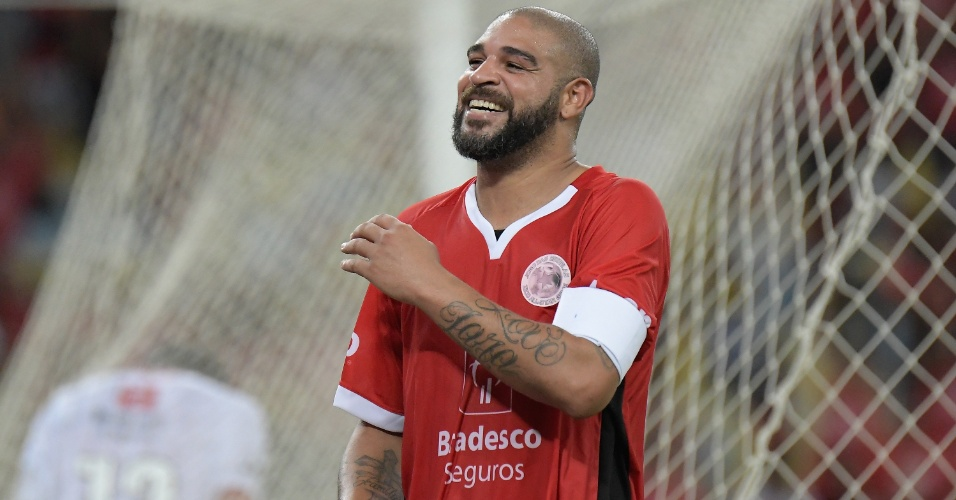 Colete de Adriano Imperador em treino chama a aten��o dos f�s: � do Flamengo