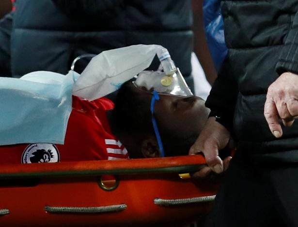Lukaku precisou deixar o gramado após sofrer uma pancada na cabeça