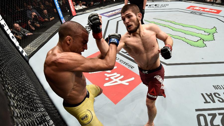Khabib Nurmagomedov vence Edson Barboza no UFC 219 - Jeff Bottari/Zuffa LLC/ Getty Images