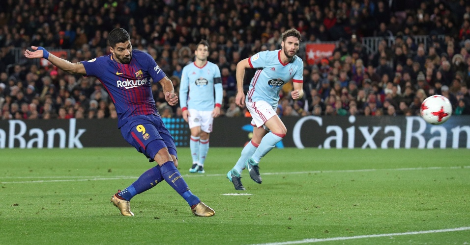 Luís Suárez anota o quarto gol do Barcelona diante do Celta, pela Copa do Rei
