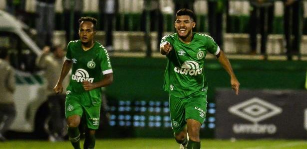 Bruno Silva comemora gol da Chapecoense sobre o Cruzeiro