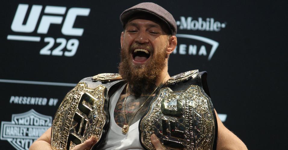 79ef545cf Conor McGregor em coletiva de imprensa do UFC 229