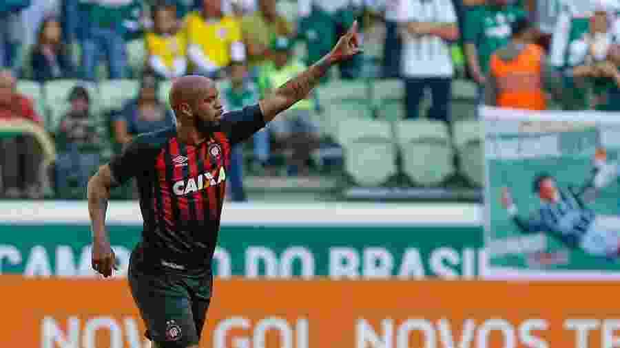 Thiago Heleno marcou gol pelo Athletico-PR contra o Palmeiras no Brasileirão de 2017 - Marcello Zambrana/AGIF