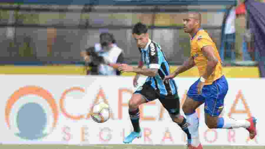 Ferreira, meia-atacante do Grêmio, tenta jogada contra o Pelotas na Recopa Gaúcha - Max Peixoto/Federação Gaúcha de Futebol