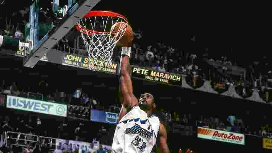 """nunca achei que estava jogando contra Michael Jordan, e sim, contra o Chicago Bulls"", disse Karl Malone - Garrett Ellwood/NBAE via Getty Images"
