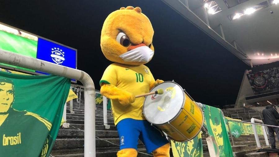 Canarinho Pistola na torcida pela seleção brasileira na partida contra a Bolívia, pelas Eliminatórias - Divulgação/CBF