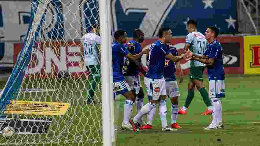 William Pottker comemora gol do Cruzeiro contra o Guarani em jogo da Série B - Alessandra Torres/AGIF