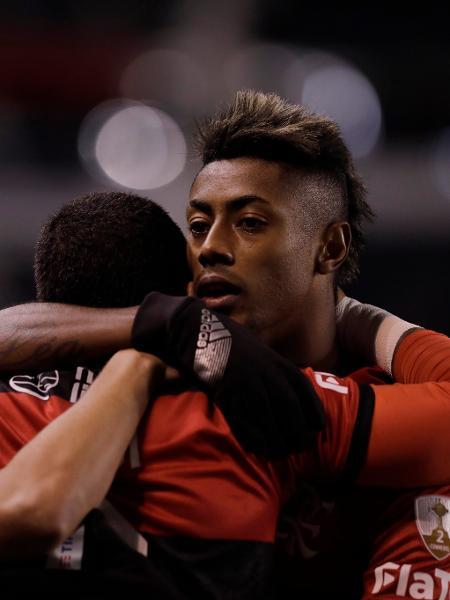 Bruno Henrique, do Flamengo, celebra com os companheiros gol marcado sobre a LDU - Twitter Conmebol Libertadores