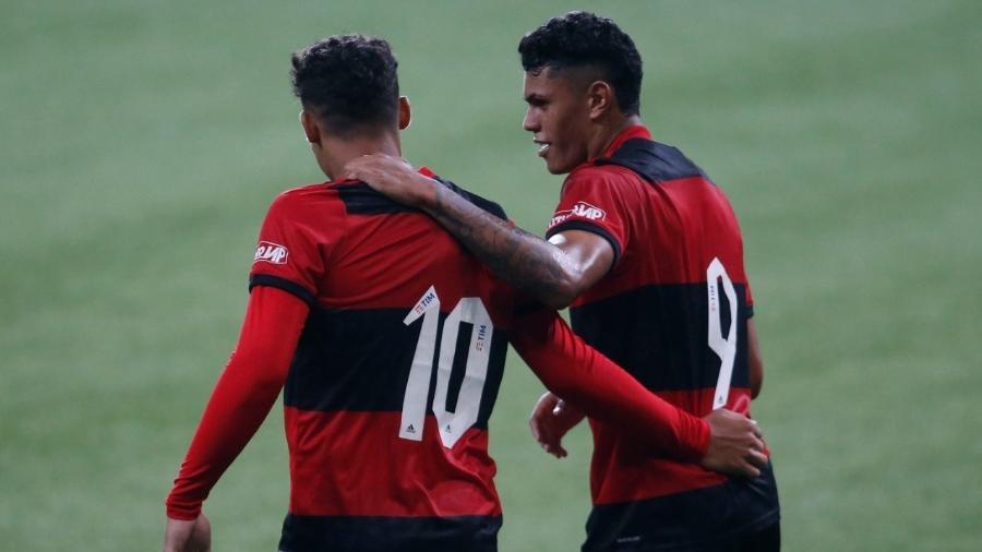 Victor Hugo e Matheusão, do sub-17 do Flamengo - Fernando Roberto / Agência Futpress