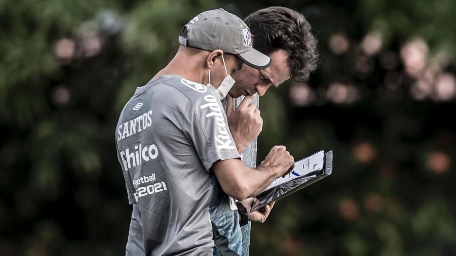Fernando Diniz em treino pelo Santos FC no CT Rei Pelé - Ivan Storti