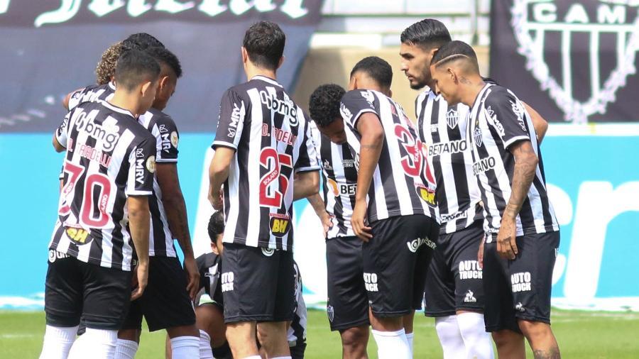 Jogadores do Atlético-MG em momento de união minutos antes de a bola rolar contra o Fortaleza - Fernando Moreno/AGIF