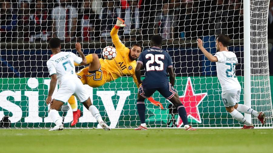 Manchester City pressiona o PSG após sair atrás no placar  - REUTERS