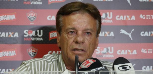 Pressionado por torcedores e conselheiros, Sinval Vieira entregou o cargo no Vitória