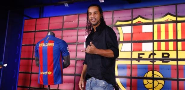 Ronaldinho é embaixador mundial do Barcelona