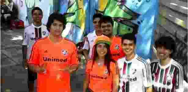 Pedro (de laranja e em primeiro plano) foi espancado na Tijuca - Reprodução/Facebook