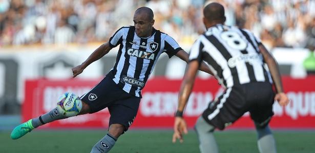 Roger é a esperança de gols do Botafogo nesta quinta-feira contra o Estuanutes-ARG