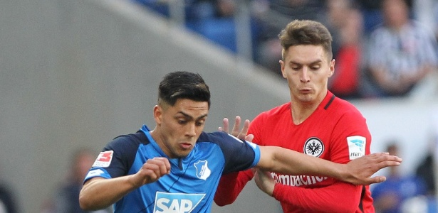 Guillermo Varela em ação pelo Eintracht Frankfurt; Grêmio quis Madson, ex-Vasco
