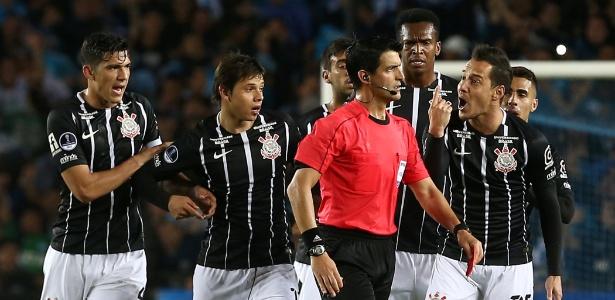 Rodriguinho foi expulso logo após entrar em campo