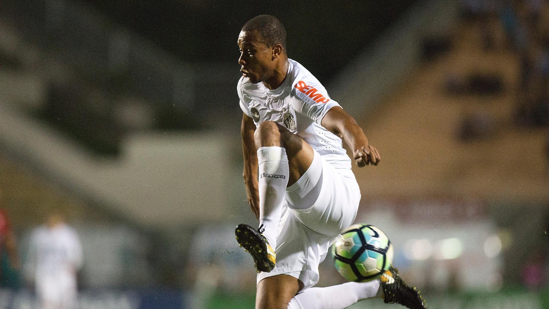 Copete em ação pelo Santos na partida contra o Vitória