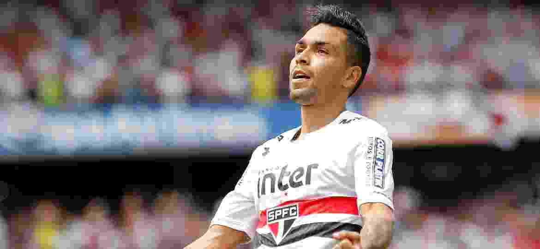 Petros, volante do São Paulo, comemora gol marcado contra o Corinthians pelo Campeonato Brasileiro - Daniel Vorley/AGIF