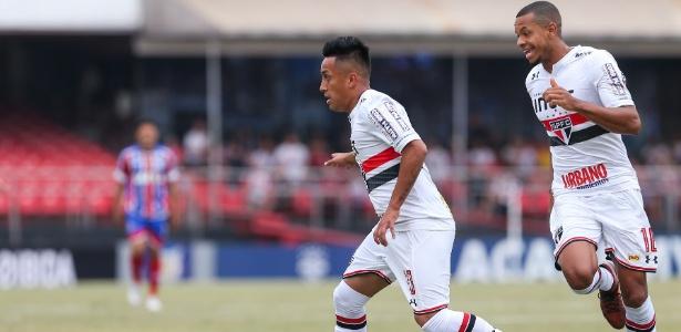 Christian Cueva e Edimar em ação pelo São Paulo contra o Bahia - Marcello Zambrana/AGIF