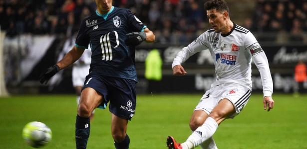 Corinthians busca Avelar (à direita) por empréstimo