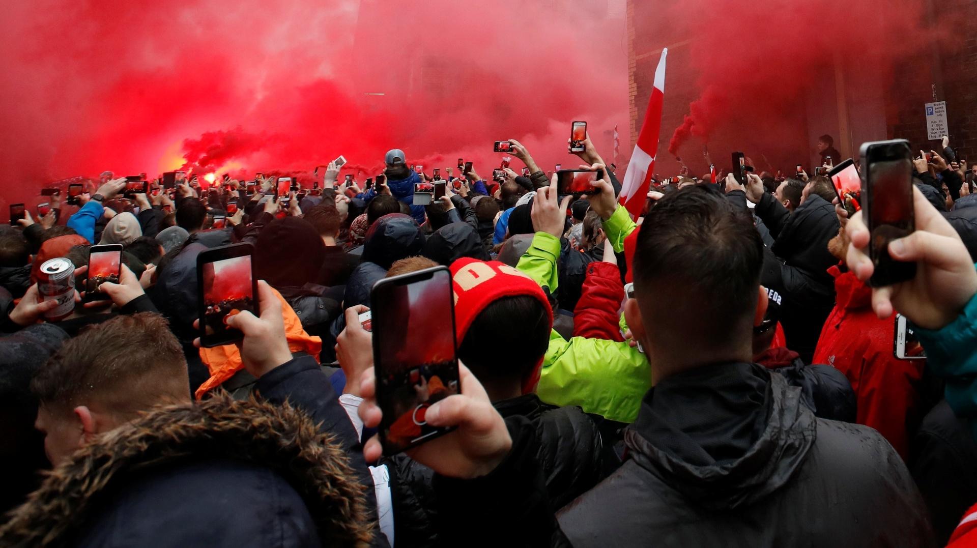 Torcida Liverpool recepção
