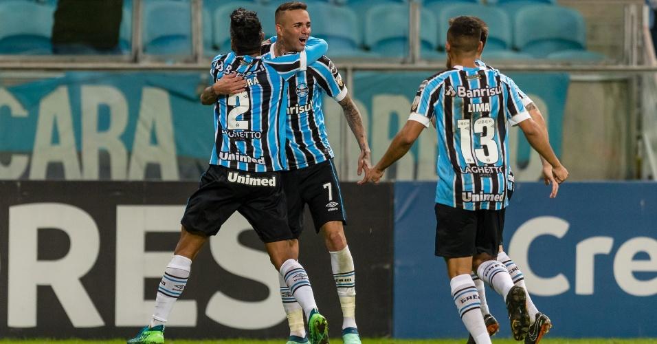 Luan comemora gol do Grêmio diante do Defensor, pela Libertadores